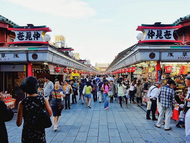 Nakamise Street di Jepang - 5 Wisata Romantis Ini Cocok Kamu Kunjungi Dengan Yang Tersayang