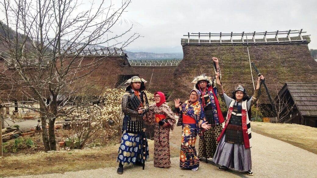 Foto dengan Kimono dan Jubah Samurai di Iyashi no Sato