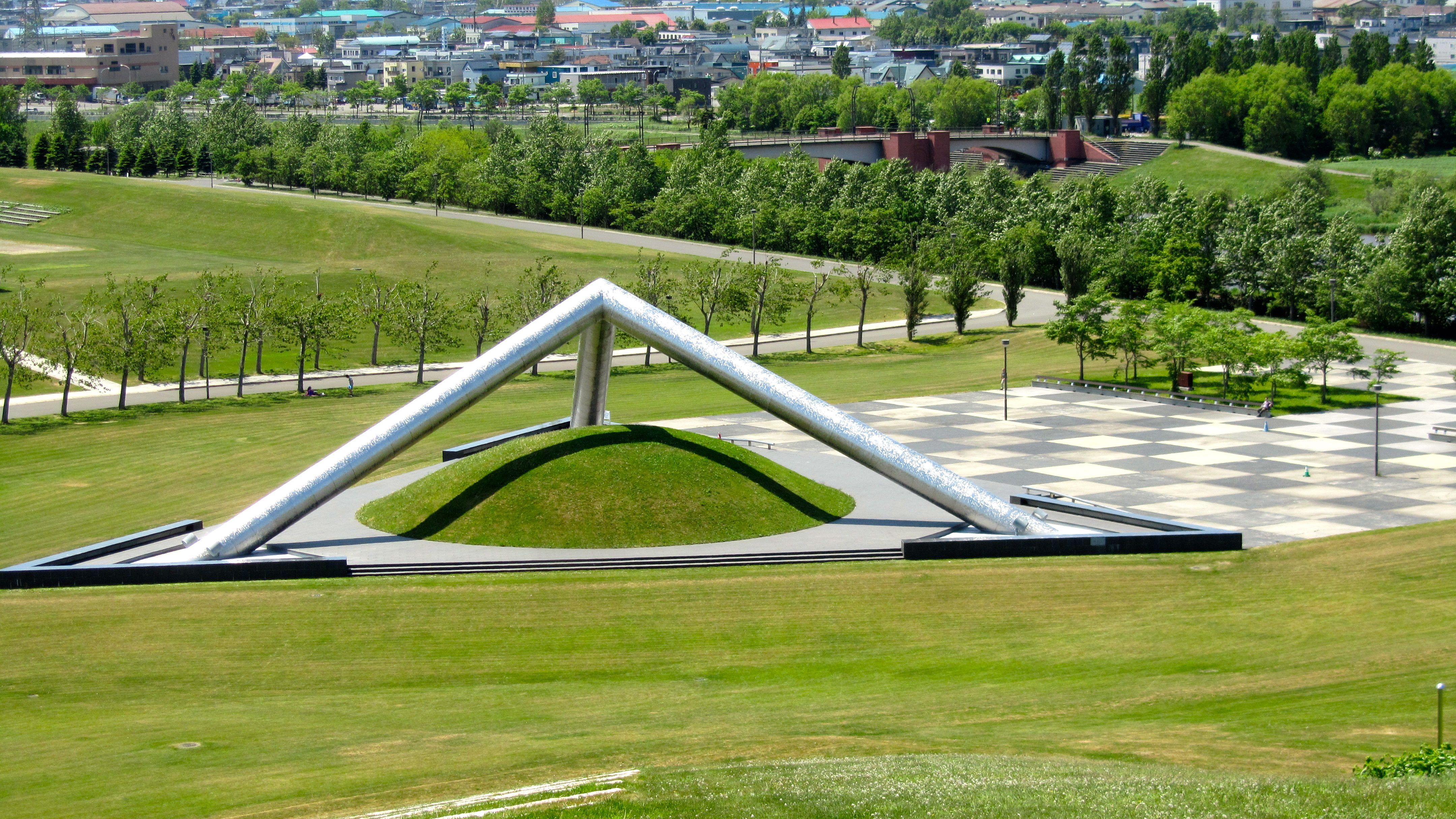 Tetra mound