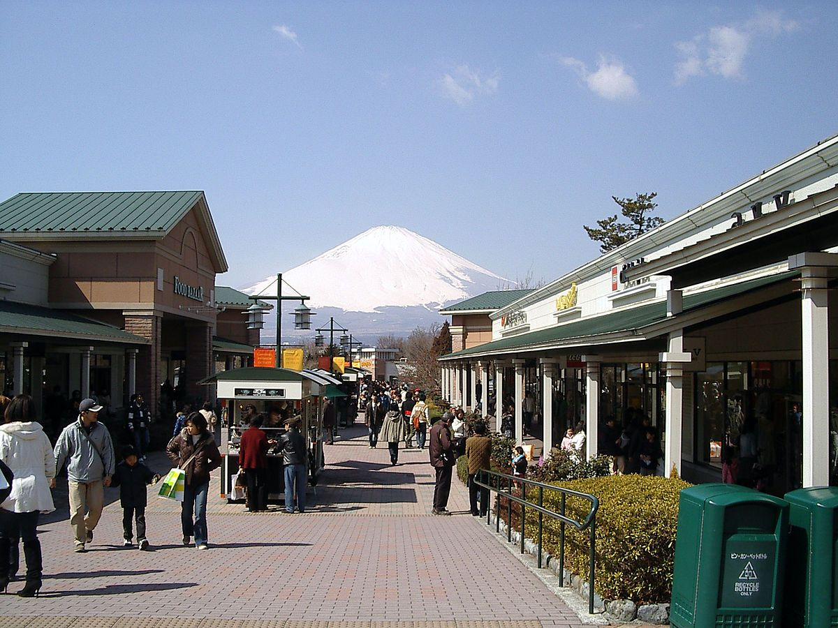 1200px-Gotemba_premium_outlets1