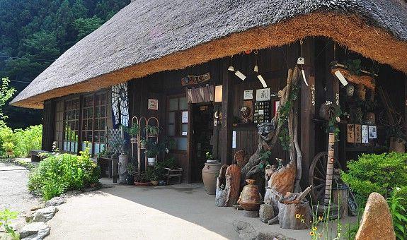 Rumah yang menjual kerajinan di iyashi no Sato