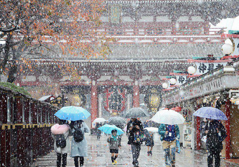 Salju di Asakusa