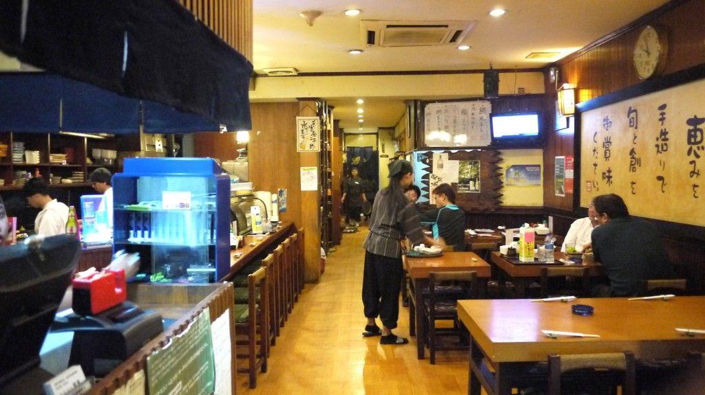 Makan malam di salah satu restoran di Ginza