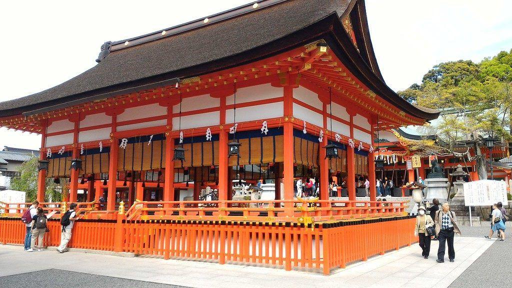 Kuil Fushimi Inari, Persembahan untuk Dewa Padi Shinto