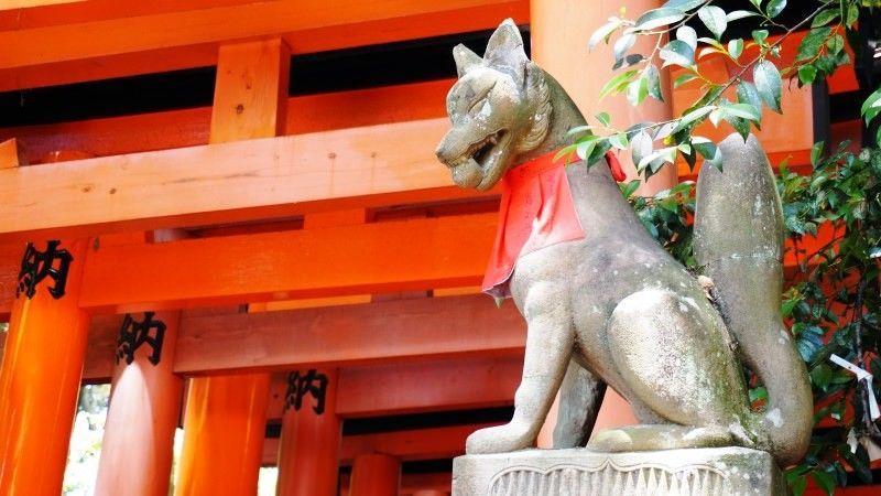 Patung Rubah di Fushimi Inari Taisha
