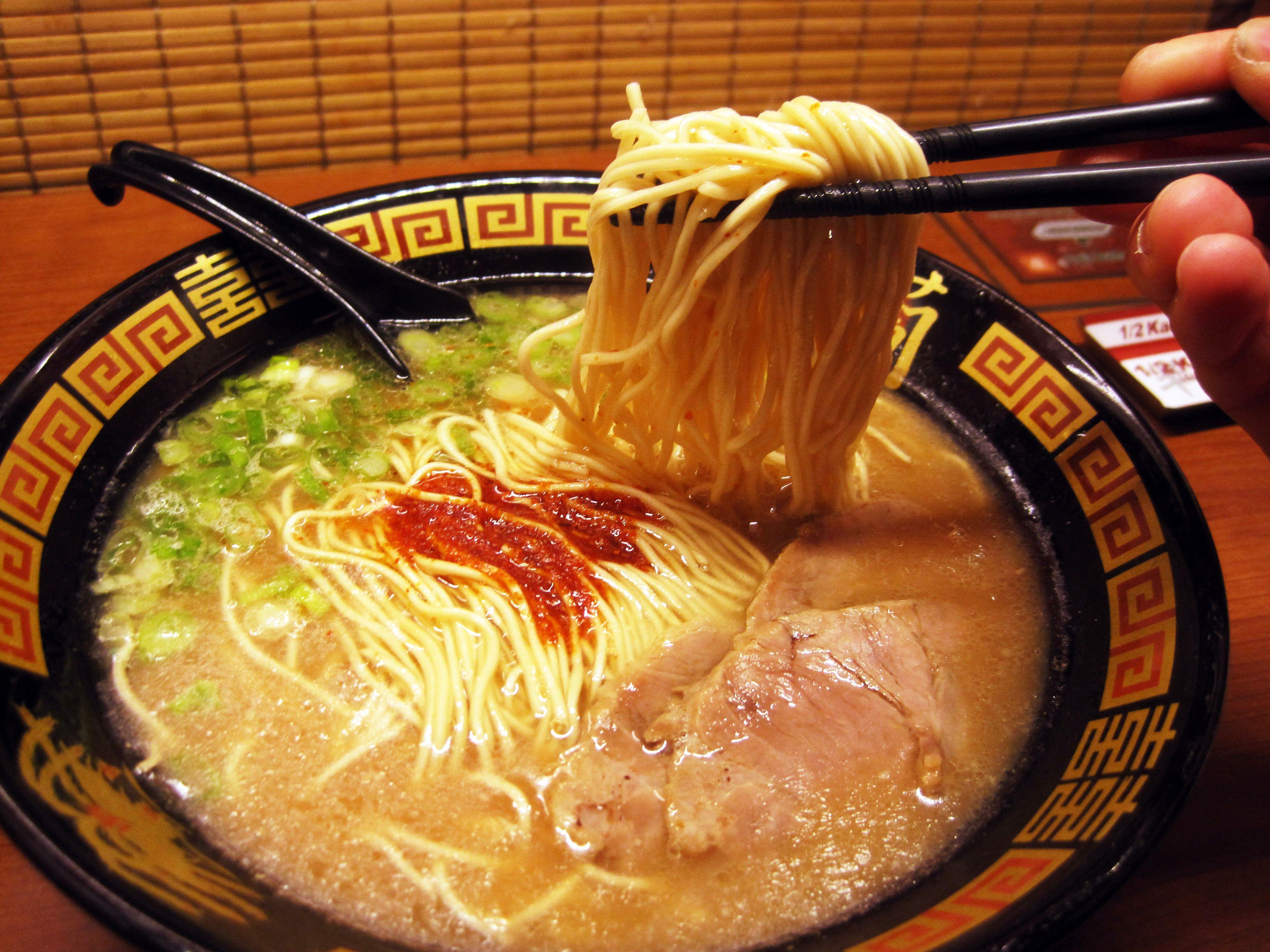 Trik Makan Ramen Ala Orang Jepang